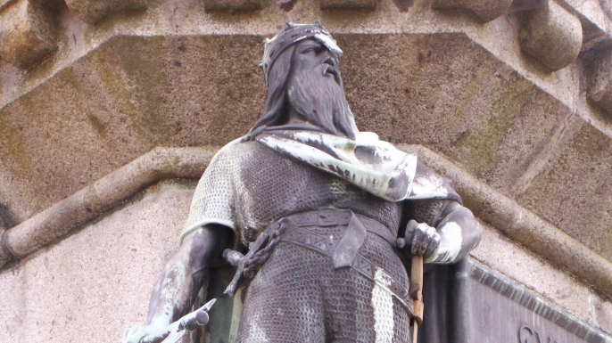list-6-viking-leaders-Rollo_statue_in_falaise-E.jpeg